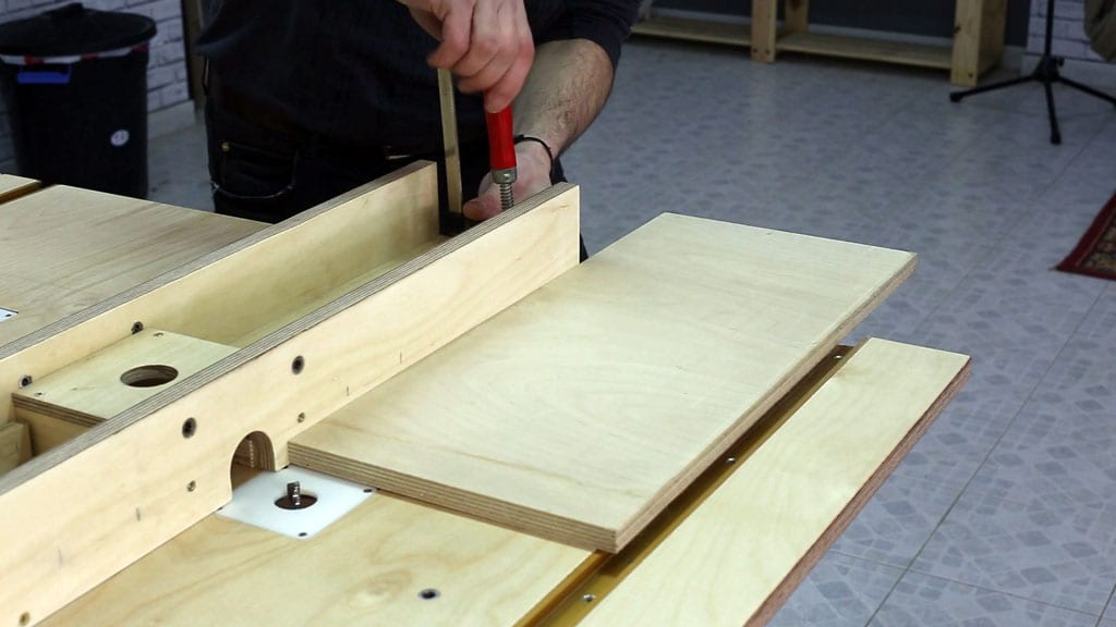 Router-table-safety-tips-fence-problem